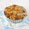 RETSEPT | Pehme põhja ja krõbeda karamellikattega Tosca koogid rabarberiga