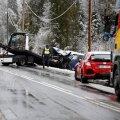 ФОТО | В Харьюмаа столкнулись легковушка и грузовик, пострадали два человека