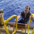 FOTOD | Florida rannikust 138 kilomeetri kaugusel päästeti ümber läinud paadi külge klammerdunud merehädaline