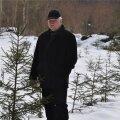 Tõnu Kalmet oma metsanoorendikus. Uus metsapõlv kasvab ja see soojendab südant.
