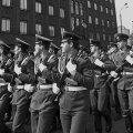 9. mai 1990. Nõukogude armee paraad Tallinnas Vabaduse platsil. Armee veteranid marsivad reipal sammul ühtses rivis.