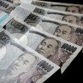 Власти Японии решили раздать деньги всем жителям страны из-за эпидемии коронавируса