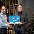 Argo Virkebau ja Toivo Tänavsuu jõulukingituse üleandmisel.