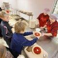 Организатор школьного питания приглашает попробовать школьные блюда