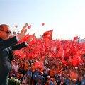 FOTOD: Erdoğan toetas miljoni osavõtjaga meeleavaldusel Istanbulis surmanuhtluse taastamist