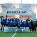 Tallinna Kalevi naiskond superkarika võitu tähistamas.