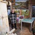 """Marju Villemi ateljee on tema Elva kodu õuemajas, kus ta võib töötada 7 tundi päevas. Ise ta nimetab ennast """"viljakaks""""."""