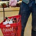 Эксперимент: продавцы требуют документы только у трети молодых людей, покупающих алкоголь