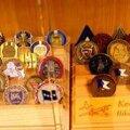 Omamoodi väärtuslikud on kõik eksponeeritavad meenemündid. Igale kogujale on südamelähedaseim vast tema oma väeosa või malevkonna münt.