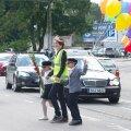 Vbatahtlikud aitasid koos politseiga ülekäiguradadel inimesi abistada