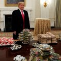 USA valitsuse tööseisak: Trump kostitas kolledžijalgpalli meistermeeskonda Valges Majas omast taskust 300 burgeriga