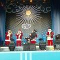Jõuluvanade ansambel Moskva Suure Teatri ees