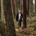 Pirjo Land, aktiivne Aegviidu kooliõpetaja ja naiskodukaitsja, on kogu oma teadliku elu veetnud metsas ning tegutseb selle nimel, et tema õpilasedki oleks metsaga sina peal.