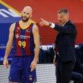 Šarūnas Jasikevičius (paremal) jagab õpetussõnu Barcelona mängujuhile Nick Calathesele.
