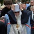DELFI FOTOD: Metropoliit Kornelius pidas pronkssõduri juurest tseremoonia
