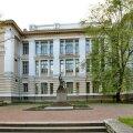 Tallinna Reaalkooli juures asuv monument