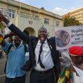 VIDEO | 37 aastat Zimbabwet valitsenud Robert Mugabe astus lõpuks tagasi, vallandades rõõmupeo