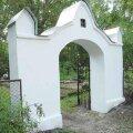 FOTO: Võru linnakalmistu ajaloolised väravad said tagasi oma endisaegse välimuse