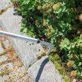 Kui umbrohunuga on pikema varre otsas, pole vaja sillutist puhastades küürutada.