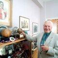 Josef Bican esitleb oma trofeesid.