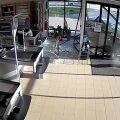 ВИДЕО | Перепутала педали: как 64-летняя женщина на авто врезалась в магазин Grossi