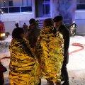 FOTOD | Kristiines süttis ridamaja garaažis auto, inimesed evakueeriti