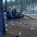 ФОТО И ВИДЕО   У карьера Мяннику 19-летний водитель врезался в припаркованный автомобиль и скрылся. Его задержали ночью у него дома