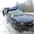 DELFI FOTOD ja VIDEO: Tallinna-Tartu maanteel keeras juht oma BMW katusele