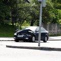 Päev liikluses: Kuressaares põrkasid kokku mopeed ja auto, Narvas tagurdas auto jalakäijale otsa, mootorratas põrkas kokku äkkpidurdanud autoga