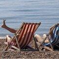 Ärritavaimad reisipostitused Facebookis: varbad rannaliivas, hotellisviidi sulnis vaade, šampanja äriklassis