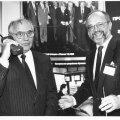 Stefan Widomski Mihhail Gorbatšovile mobiiltelefoni tutvustamas