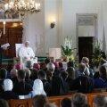 FOTOD   Paavst Franciscus tsiteeris noortega kohtumisel Kerli Kõivu laulusõnu: armastus ei ole surnud