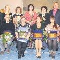 Viljandi tänavused aasta õpetajad koos linna esindajatega