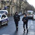 Pariisis tapeti politseijaoskonda tungida üritanud relvastatud mees