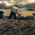 """Põllumehele meeltmööda, puhkajale santPõllumehele meeltmööda, puhkajale sant. Kristjan Raud """"Rukkilõikus"""", 1940."""