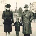 Rosalie, väike Pjotr  ja Nikolai Fridman Riias.