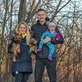 Kristina Vabamäe, Sven Vabamäe, tütar Amilia, kaks väikest koera: Happy ja Bennu.