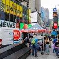 Inimesed seisavad järjekorras ajutises COVID-19 testimispaigas Times Square'il Manhattanil New Yorgis.