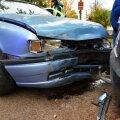 DELFI FOTOD: Opelit juhtinud vanem naine põrutas Viljandis Audile külje pealt sisse