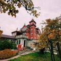 ФОТО | Самый странный дом в Литве: пожилой мужчина построил дворец с бассейном и троном
