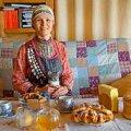 MITTE LIHTSALT PEREEMA: Irina laulab udmurdi ansamblis Jumšangur. Viimati esines ta Supilinna päevadel, kus kohal oli president ja surus kätt. Vallo Kruuser