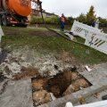 FOTOD: Mahasõit Pärnu maanteelt Tammsaare teele on teealuse pinnase nihke tõttu suletud