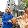 SUVALINE PILT: Riina Solman koos murdunud remmelgaga.
