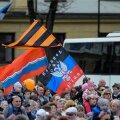 Narva 9. mail. Mitu lippu on pildil?
