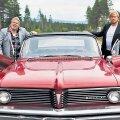 Teekonnafilmi tegelased Vesa-Matti Loiri, Samuli Edelmann ja suur Ameerika auto.