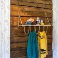 Valmis riiulile saate panna lappes puhtad käterätid, šampoonid ja kreemid. Nöörist aasadesse riputage kasutuses olevad saunalinad.