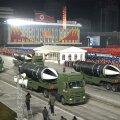 FOTOD | Põhja-Korea näitas paraadil allveelaevadelt väljalastavat ballistilist raketti