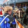 Sajad inimesed tulid eile Balti jaama uut elektrirongi uudistama ja sellega sõitma. Mitmed neist lubasid moodsa rongiga senisest tihemini sõitma hakata.