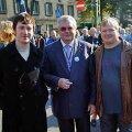 SAVISAARE JÕULUKAART? Ei, keskealisi valgeid eesti mehi Rain Tolki, Edgar Savisaart ja Andres Maimikust ühendab kirg paljastada väärnähtusi meie elus. ÜLO JALAKAS