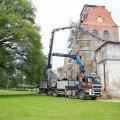 Neeruti mõisa tornikiiver murdis kraana pooleks
